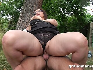 A steamy be captivated by with a adult BBW who has killer thighs coupled with fat pussy